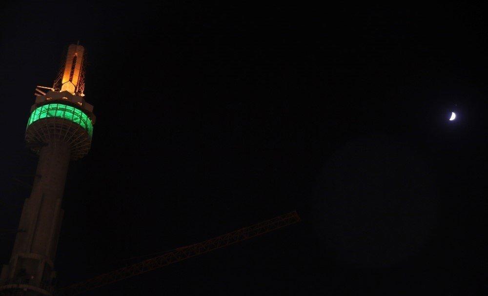 ماه و مناره